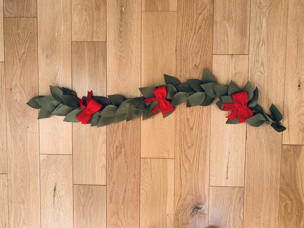How To Make A Felt Christmas Garland